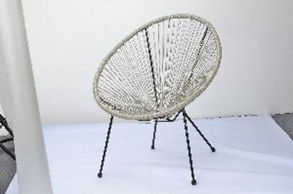 Immagine di poltrona ad uovo, struttura in acciaio inox, seduta con filamenti in rattan, dimensioni cm.73x81xh88, con 4 gambe tubo in acciaio diametro mm.22